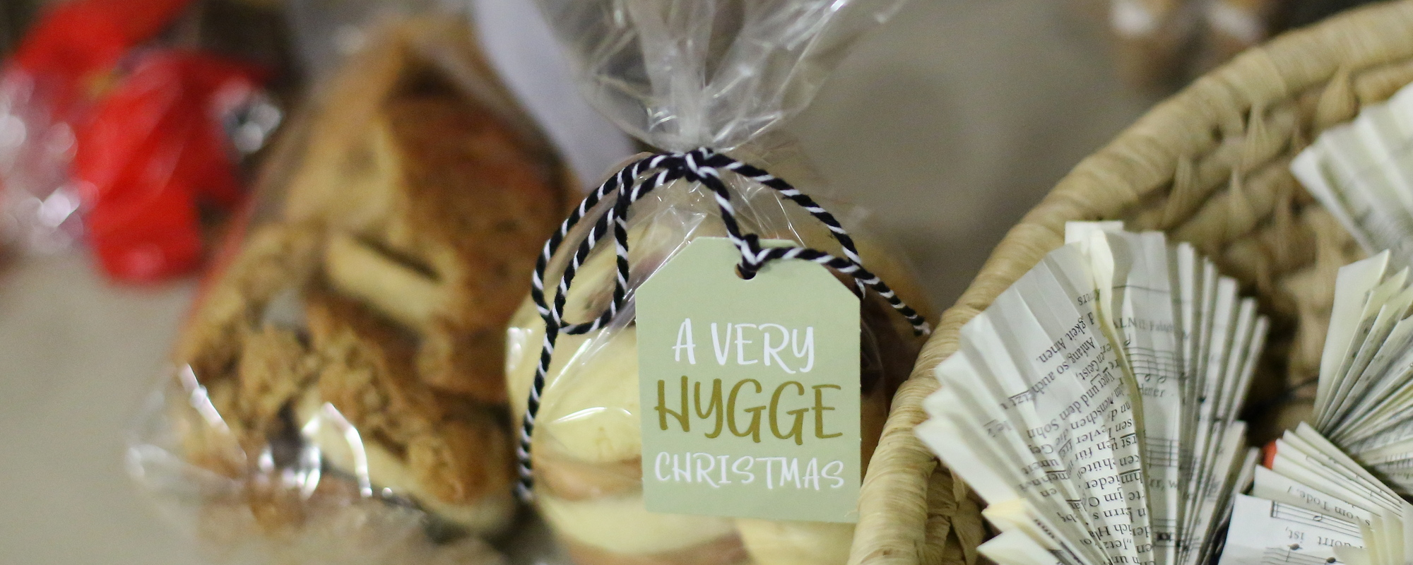Weihnachtsaktion – selbstgebackene Plätzchen und gebastelte Papierengel
