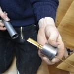 Das Innerere einer Pfeife im Schwellwerk. Das goldene ist die Zunge mit der der Ton angeschlagen wird.
