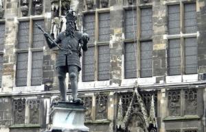 Karlsbrunnen vor dem Rathaus